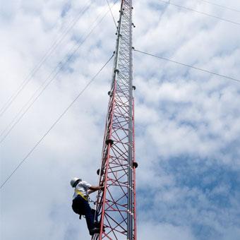 Équipement et services de communication industrielle. L'équipement comporte une sécurité intrinsèque, est agréé par la FM et conforme aux normes OSHA. Total Safety prend en charge les radios à commutation automatique. Possibilité de programmation de fréquences sur mesure.