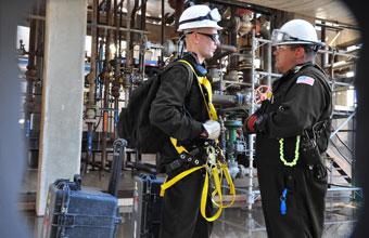 Absturzsicherungs- und Schutzdienstleistungen. Eliminierung und Kontrolle. Fallschutzgeräte, -systeme und deren Inspektion.