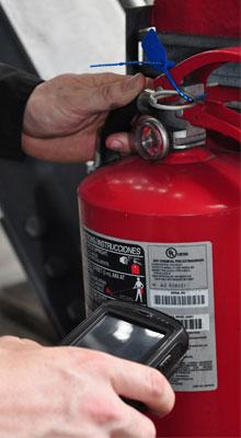 Services ITM de protection anti-incendie, comprenant entre autres extincteurs, tuyaux, camions et bouches d'incendie.
