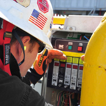 أنظمة الكشف عن الغازات ومراقبتها لخدمات حالات الطوارئ، وتطبيقات الإعداد لدورة تالية وإيقاف العمل، والدخول إلى الأماكن الضيقة، ومراقبة المناطق المحيطة: