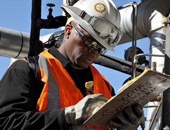 تقييم مخاطر المواد الخطرة وإدارتها. التعرف على المواد الخطرة وتقييم مخاطرها والتعامل معها وإدارتها ومعالجتها.