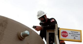 Elektronisches Inspektions- und GPS-System für Tankbatterien. Stellt einen Uhrzeit- und Datumsstempel und Informationen zur Dauer bereit und bestätigt die Inspektion.