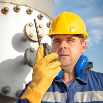 Dienstleistungen für Inbetriebnahme, Stillstand und Abschaltung für Anlagen und Raffinerien. Mietgeräte, Fallschutz, Bereitstellung von Atemluft und mehr.